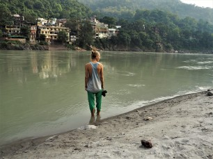 heiliges Fußbad im heiligen Ganges des heiliges Buddis